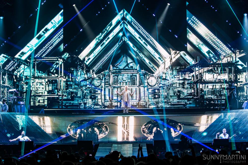 Justin Bieber Makes It Rain The Purpose Tour Seattle